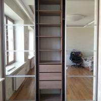 Встроенный шкаф купе с комбинированными дверьми