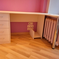 Встроенный стол и стеллаж