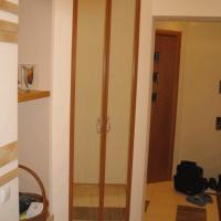 Встроенный двухдверный шкаф 8