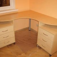 Компьютерный стол с тумбочками
