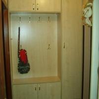Шкаф с открытой прихожей