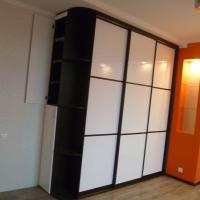 Шкаф купе со стеклянными дверьми