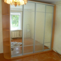 Шкаф купе с декоративными зеркалами