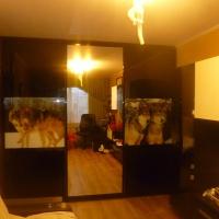 Трехстворчатый шкаф с комбинированными дверьми